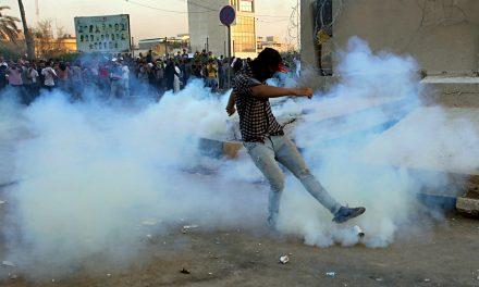 درگیری میان معترضان و ماموران امنیتی در بصره