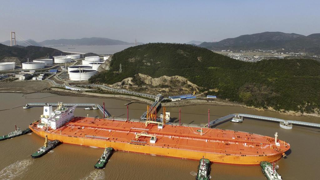 وزیر انرژی آمریکا: با تولید کنندگان برای ثبات بازار نفت تلاش می کنیم