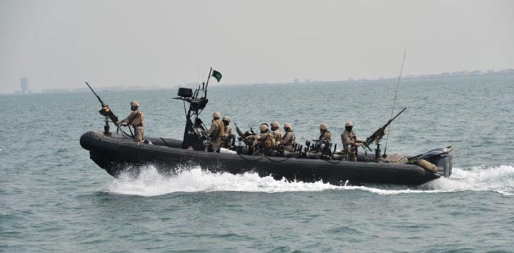 انهدام دو قایق تهاجمی حوثی ها توسط نیروی دریایی سعودی