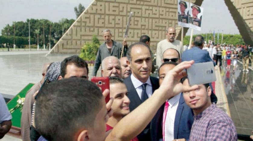 جمال مبارک با زیارت قبر انور سادات نگاه ها را به خود جلب کرد