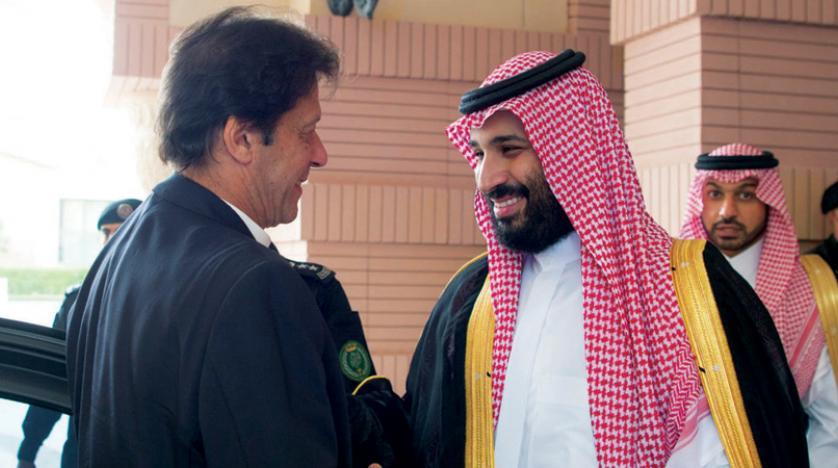 عمران خان: دولت در پی دریافت وام خارجى است