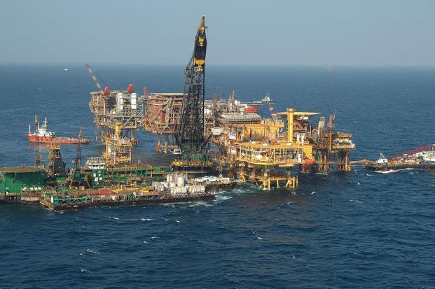 اختلاف شرکتهای نفتی درباره قیمت نفت در آستانه تحریم ایران