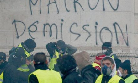 شکاف میان جنبش معترضان؛ دوراهی توقف اعتراضات و یا تشدید آن