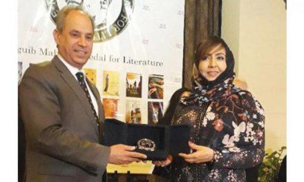 اولین نویسنده زن سعودی که برنده جایزه ادبی «نجیب محفوظ» شد