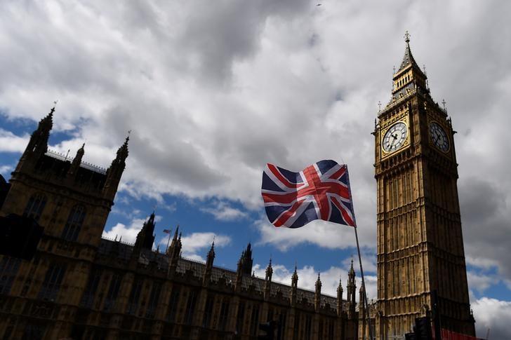 لندن موسکو را به «رویارویی دائمی» و «دست کم گرفتن» غرب متهم کرد