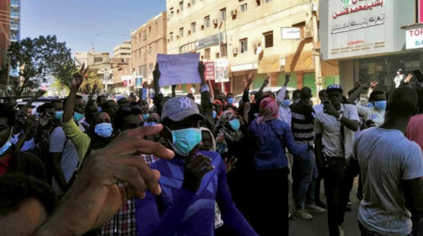ادامه تظاهرات سودانی ها برای برکناری البشیر… خبرنگار «الشرق الاوسط» دستگیر شد